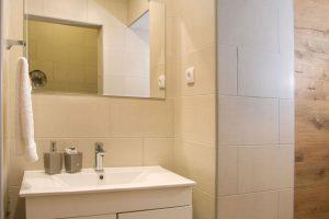 smeštaj u zrenjaninu apartman kupatilo